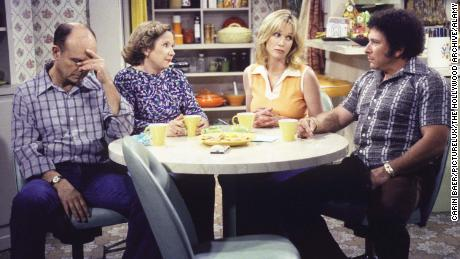 Scene from & quot;  That & # 39;  70s Show & quot;  With Kurtwood Smith, Debra Jo Robb, Tania Roberts, and Don Stark